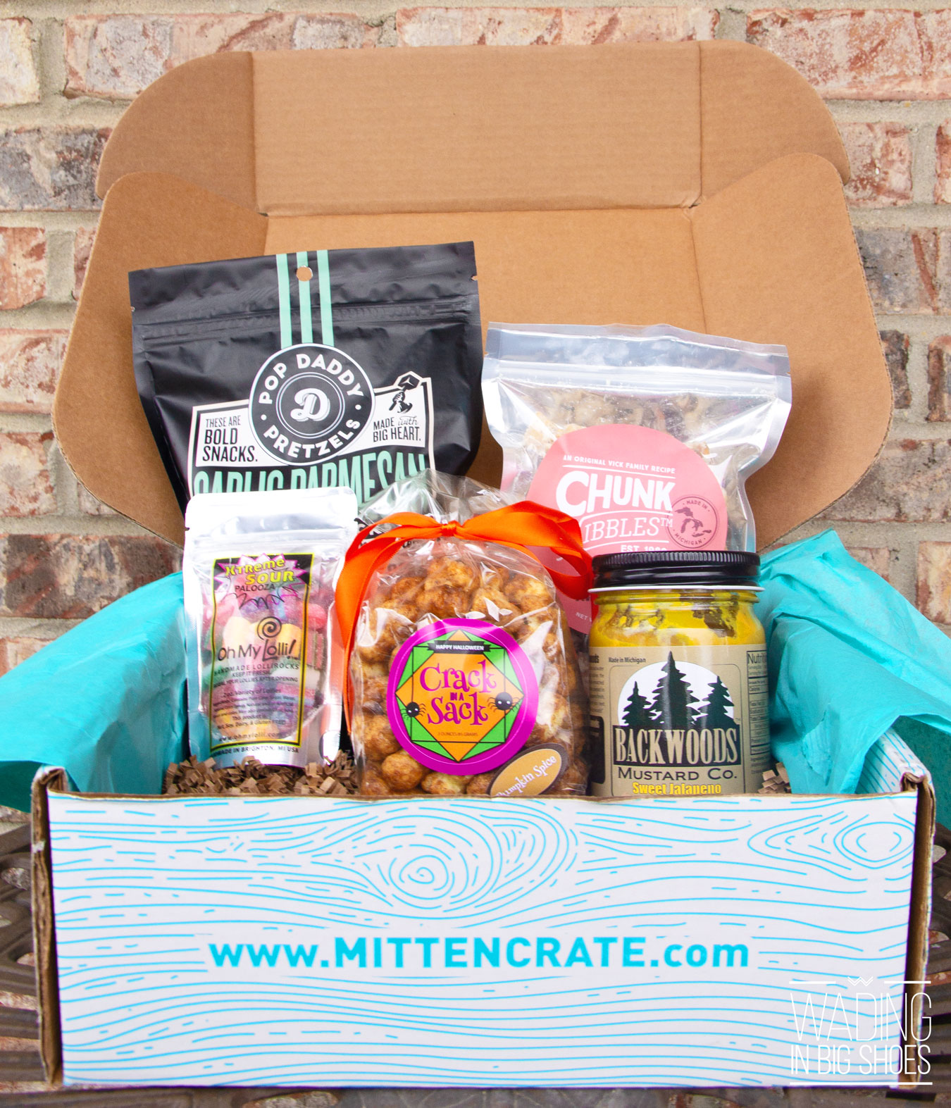 Mitten Crate Unboxing: What's Inside December 2018 (+ Holiday Giveaway!)