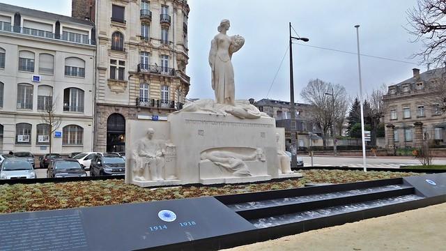 DSCN4890 Monument aux morts, Nikon COOLPIX S7000