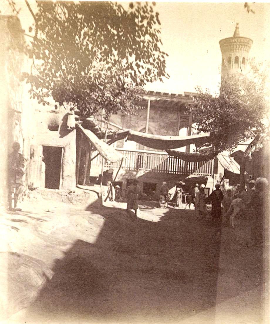 21. Бухара. Мечеть на углу улицы возле Резиденции