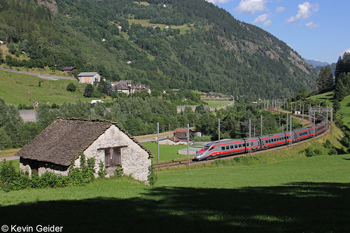 geneigt über die Alpen