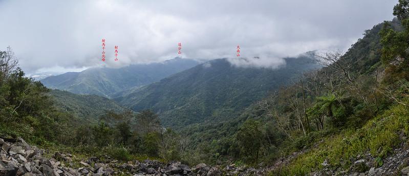 裸岩斷稜山頭下岩石坡南方展望 1-1