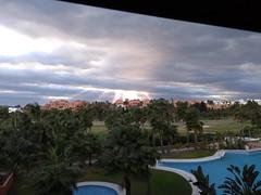 Rayos de sol sobre Playa Granada