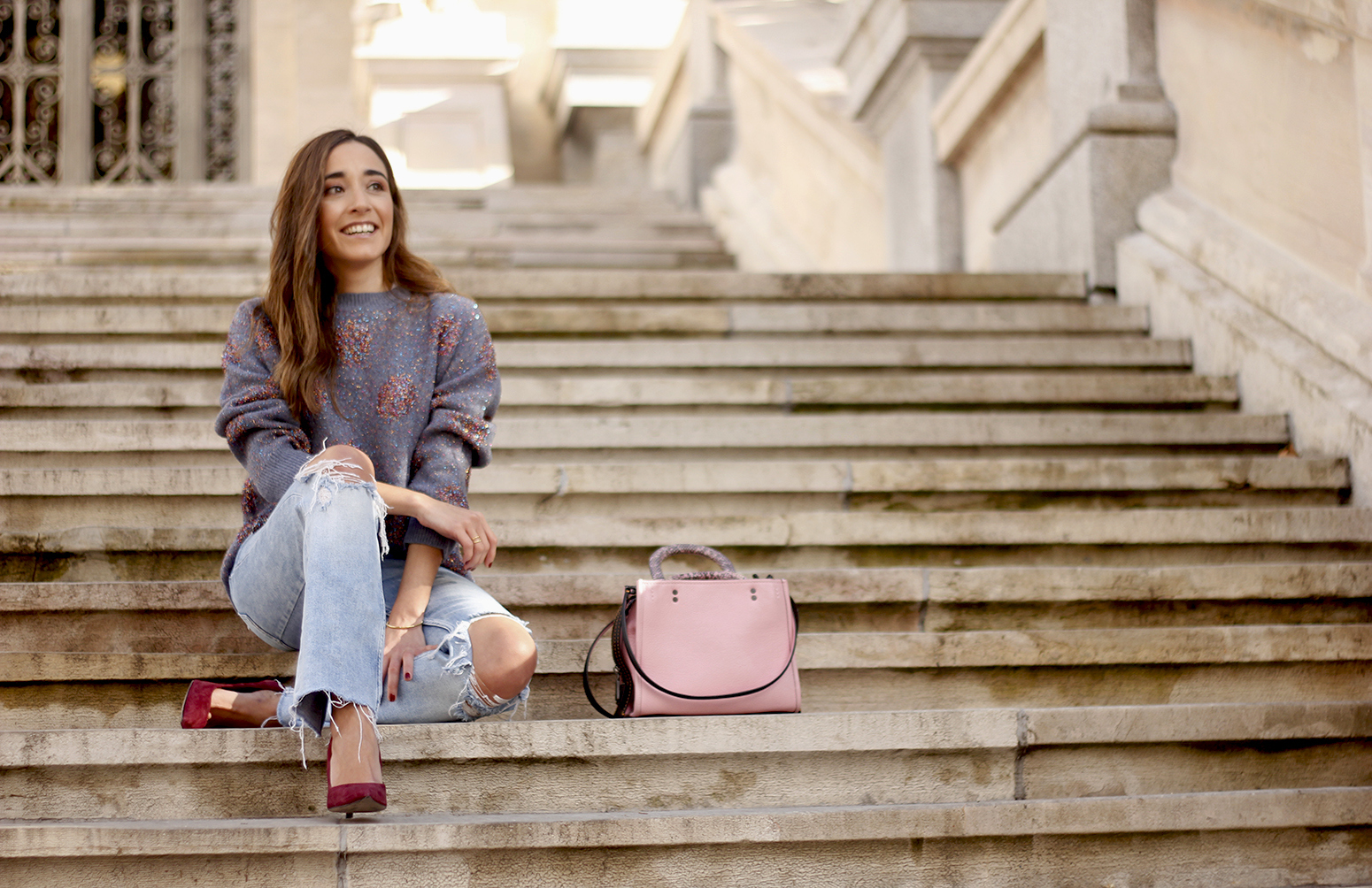 GRAY CHRISTMAS JERSEY ripped jeans pink coaach bag burgundy heels street style fall outfit 20187029