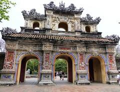 Entrée d'un temple à Hué au Vietnam!