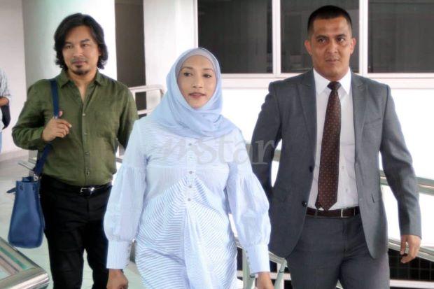 Ziana Zain Mohon Maaf Hina Mahkamah