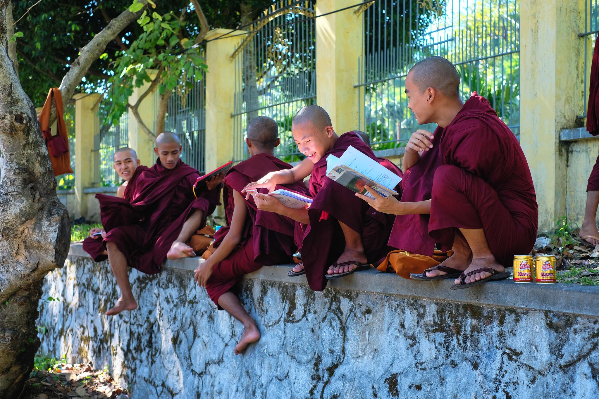 yangon_monks