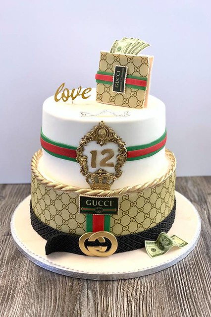 Vote Decorator of the World\u0027s Super Awesome Cake , Page 40