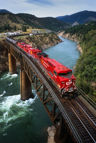 canadianpacific cp freighttrain unittrain tankcars bridge water river canyon thompsonriver lytton britishcolumbia canada train locomotive railroad thompsonrivercanyon ge ac4400cw 9602 cnashcroftsub bc