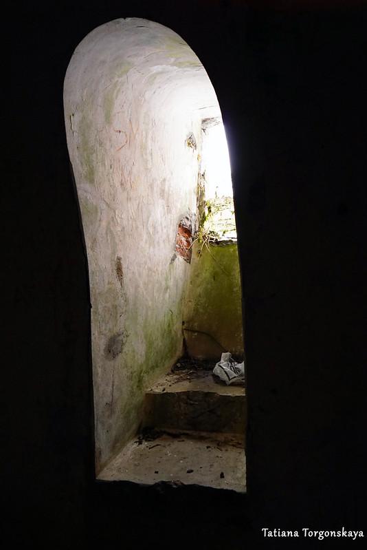 Окошко в подвале