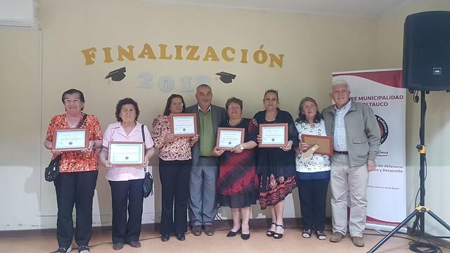 Alcalde de Coltauco entrega certificados de alfabetización a adultos mayores e inmigrantes de la comuna