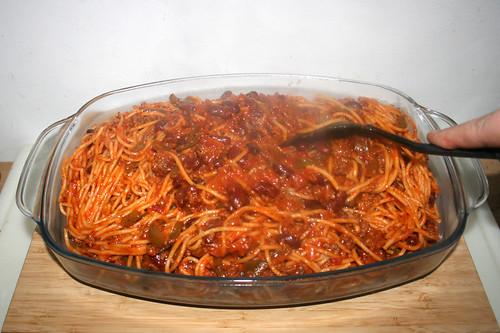 24 - Nudeln in Auflaufform füllen / Fill noodles in casserole