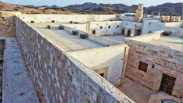 4814 The History of 400 years old Al-Zareeb Castle in Tabuk, Saudi Arabia 03