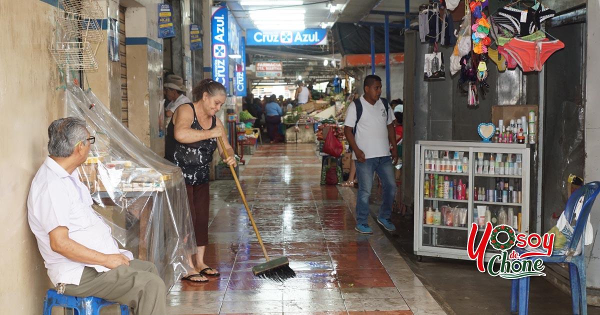 Exitosa minga en el mercado municipal de Chone