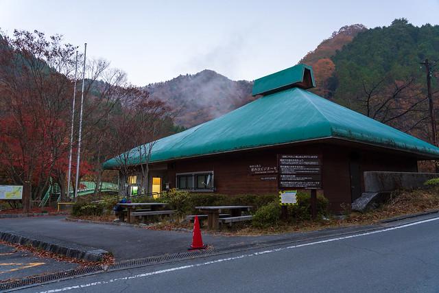 西丹沢ビジターセンターを出発