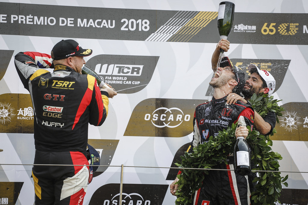 HUFF Rob, (gbr), Volkswagen Golf GTI TCR team Sebastien Loeb Racing, portrait GUERRIERI Esteban, (arg), Honda Civic TCR team ALL-INKL.COM Munnich Motorsport, portrait MICHELISZ Norbert, (hun), Hyundai i30 N TCR team BRC Racing, portrait Podium Race 3 during the 2018 FIA WTCR World Touring Car cup of Macau, Circuito da Guia, from november  15 to 18 - Photo Francois Flamand / DPPI