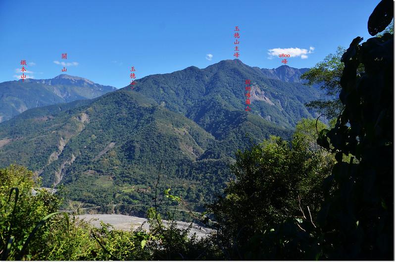 濁水溪山途中(海拔1033 m)東北眺群山 2-1