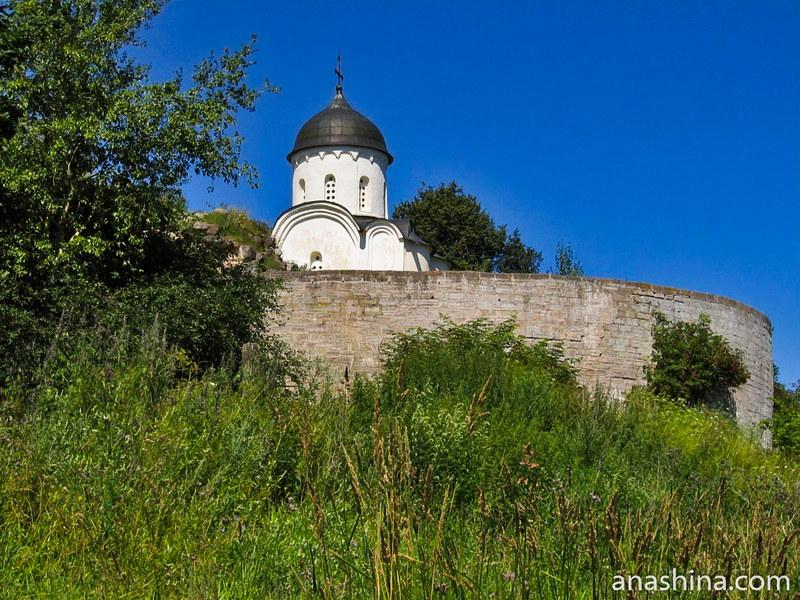 Раскатная башня и Георгиевский собор, крепость Старая Ладога