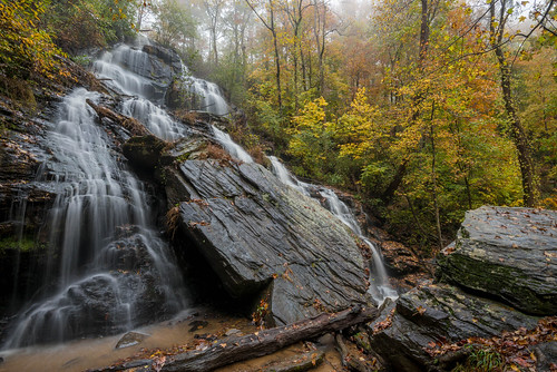 issaqueena sc southcarolina mountains waterfall water fall autumn