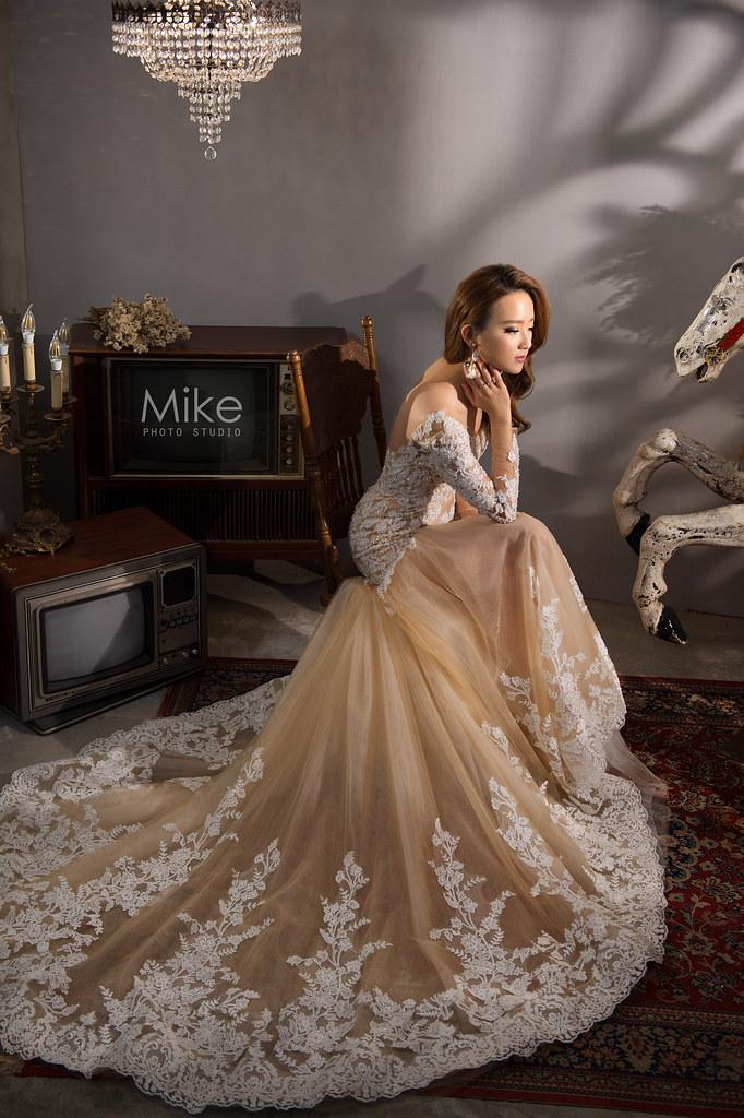 """""""名模風婚紗,時尚名模婚紗,棚拍婚紗,羽毛白紗,婚攝Mike,婚禮攝影,婚攝推薦,婚攝價格,海外婚紗,海外婚禮,風格攝影師,新秘Juin,wedding"""