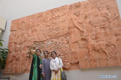 Taka museum selfie