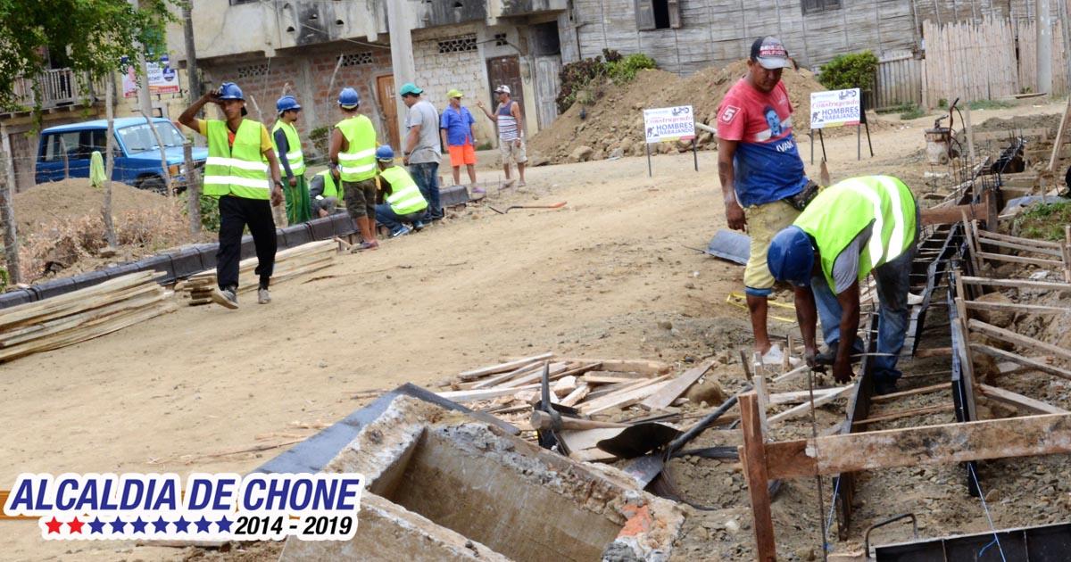 1700 metros en calle Carlos Concha serán asfaltados