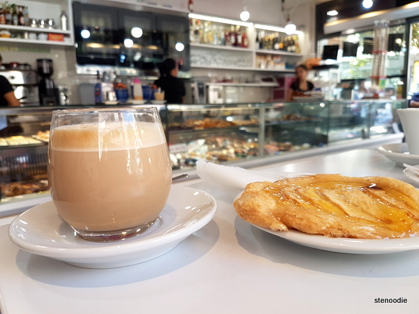 La Pasticceria Siciliana caffe latte and apple tart