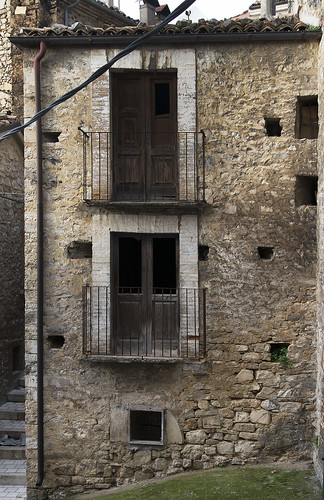 Abandoned old house in Bomba, Italy