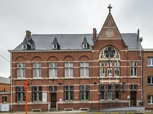 Borsbeek, Pastorie en oud gemeentehuis.