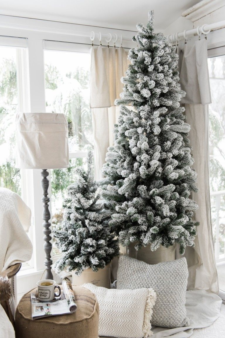 10 Ways to Decorate Your Christmas Tree - Bare Christmas Tree