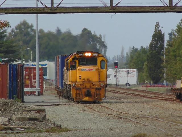 Train 925 shunting in, Sony DSC-H100