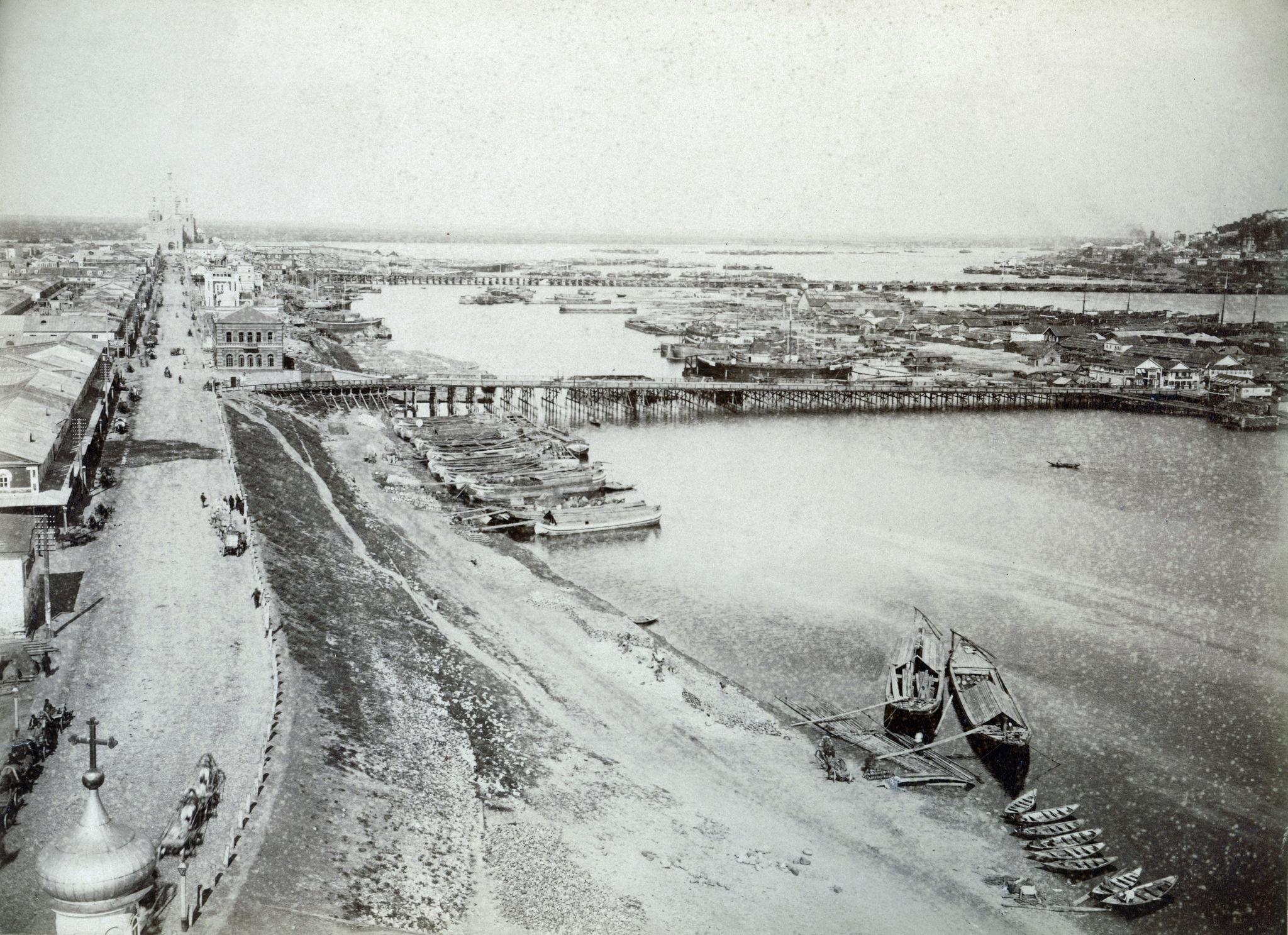 Вид на реку Оку и шоссе ведущее к новому Собору