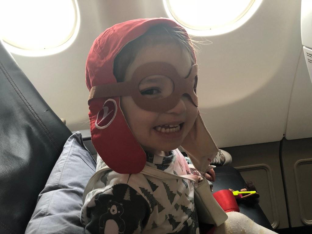 También suelen tener algún detalle para los peques en todas las aerolíneas. De nuestro viaje a Turquía: un disfraz y dos muñecos de madera para cada uno