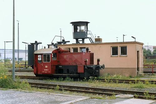 DB: 323 682-5 an der Fahrzeug-Waschanlage im Bw Hof
