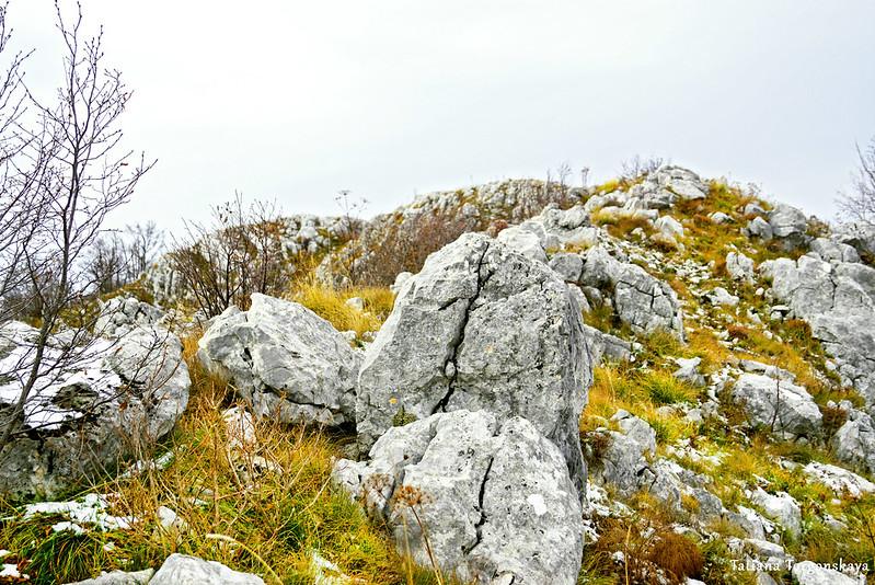 Камни у одной из вершин