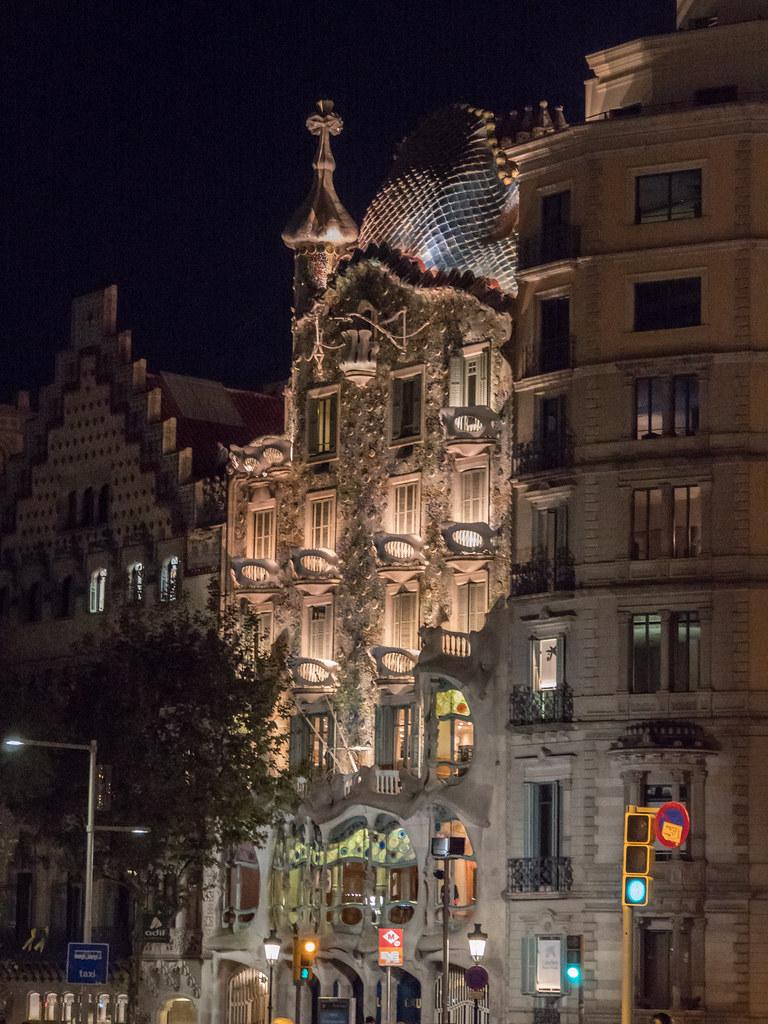 La Casa Batillo... la nuit. 45751727472_57466085a8_b