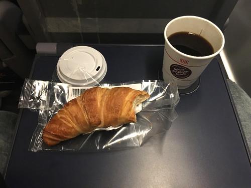 107 - Croissant& Kaffee - ICE nach München
