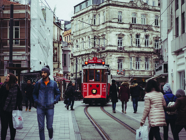 Taksim Tram, Panasonic DMC-G85, Lumix G 42.5mm F1.7 Asph. Power OIS