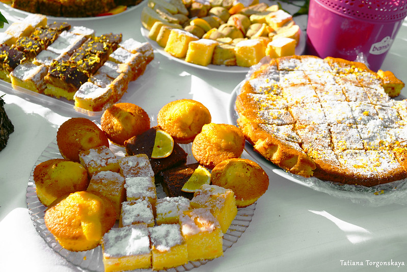 Тарелки со сладостями