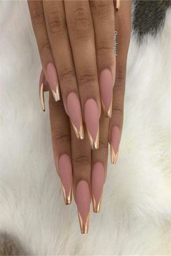 30+ Stylish Coffin Nail Art Designs 2019 #coffin_nails #nail_art_designs #winter_nails #holiday_nails
