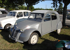 Citroen 2CV - Photo of Saint-Rémy