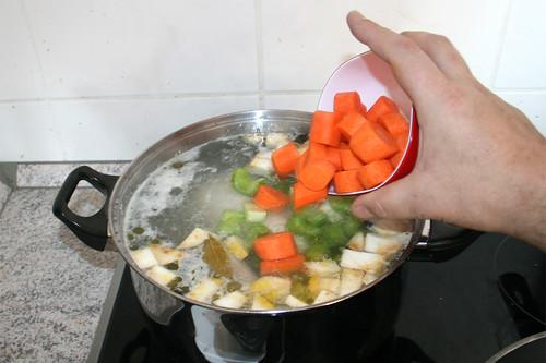 34 - Sellerie, Knollensellerie & Möhren hinzufügen / Add celery, celeriac & carrots