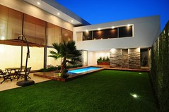 26 Great Lessons You Can Learn From Contemporary Front Yard Design   contemporary front yard design