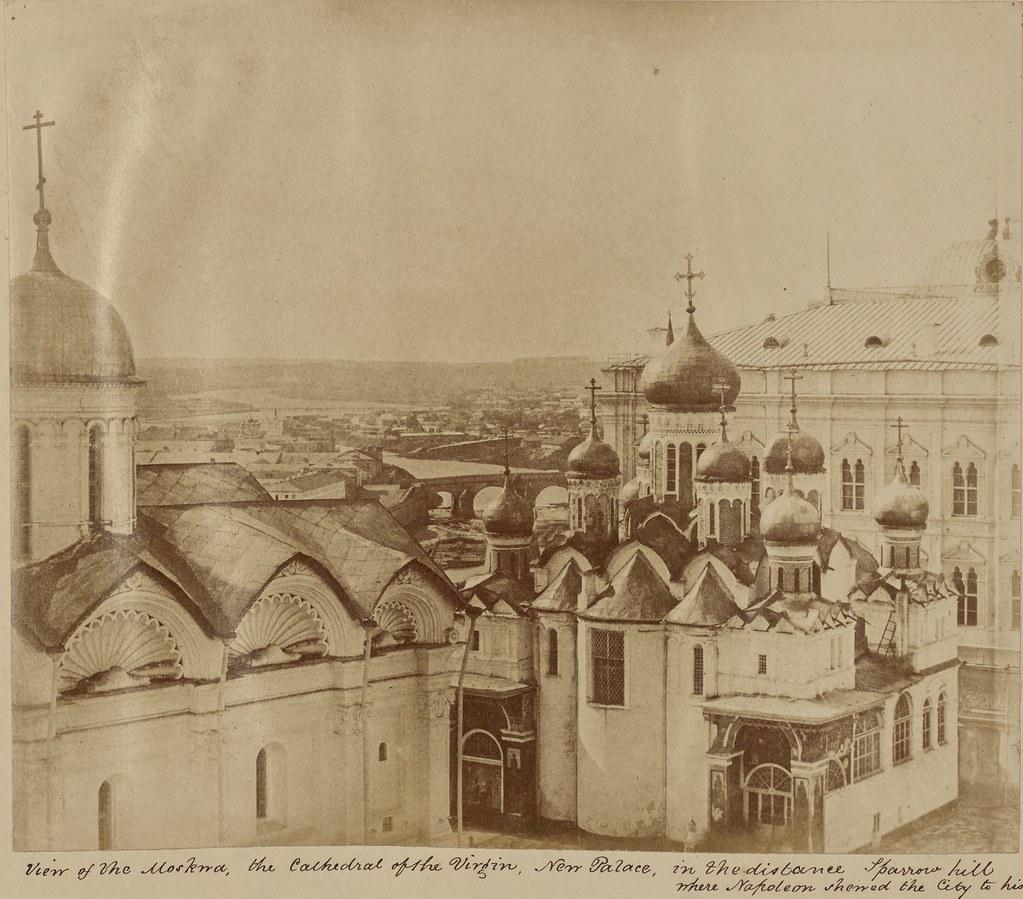 Вид соборов и отдаленный вид Москвы