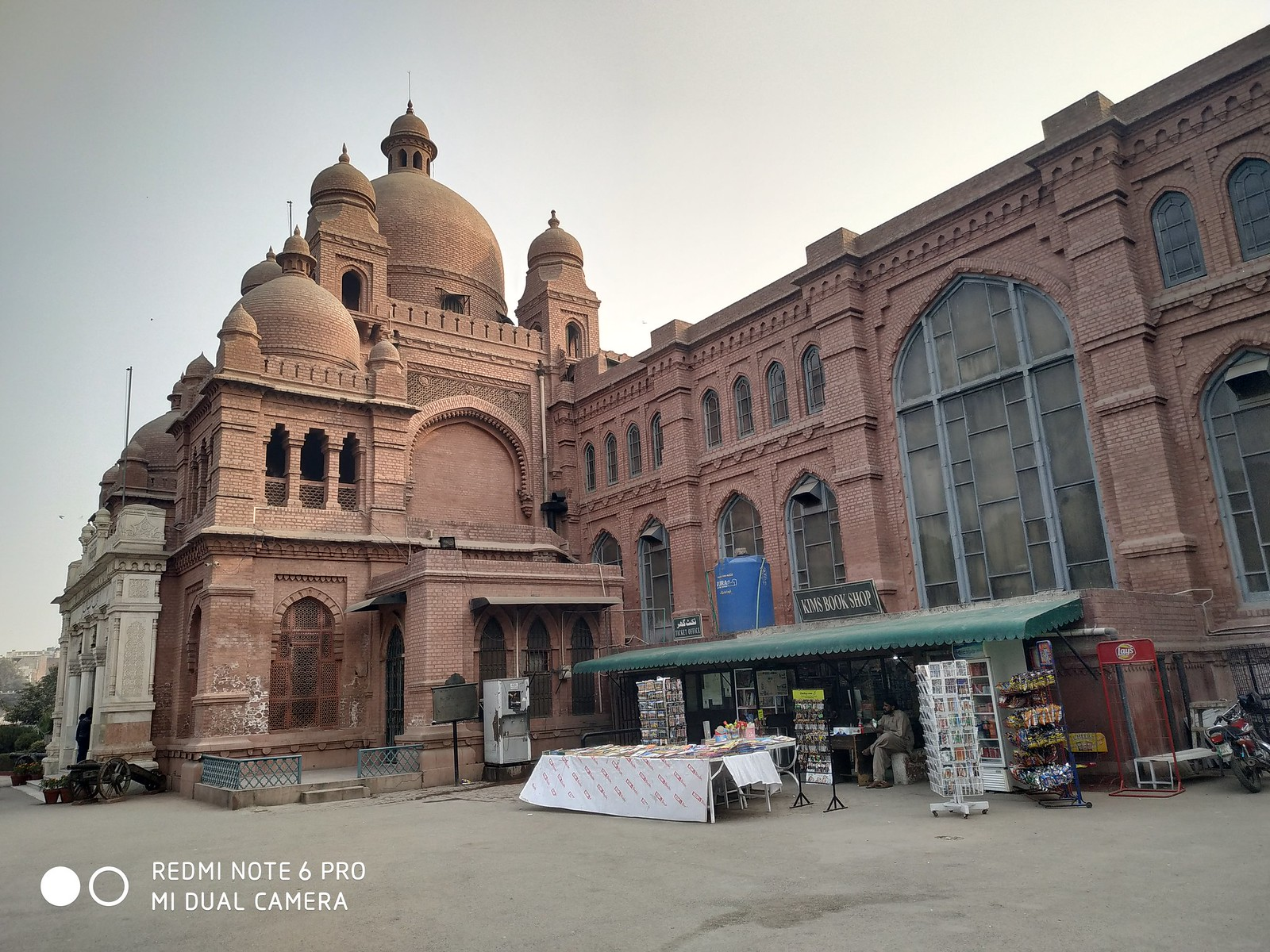 Lahore Museum Picture with HDR mode on Xiaomi Redmi Note 6 pro