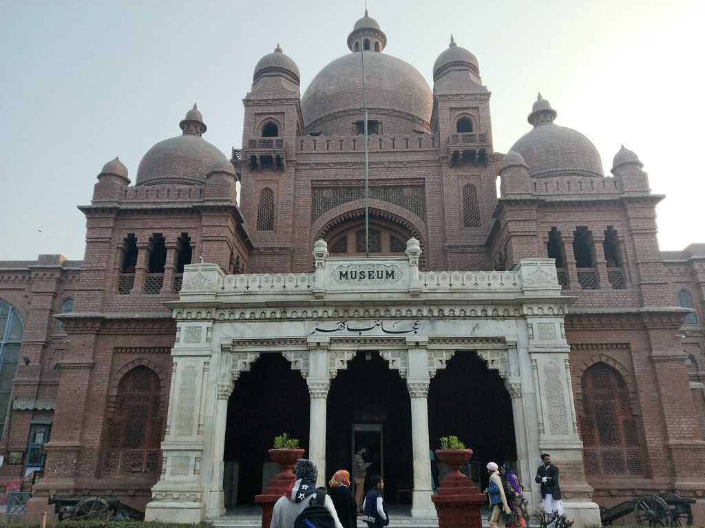 Lahore Museum Picture with auto mode on Realme 2 Pro