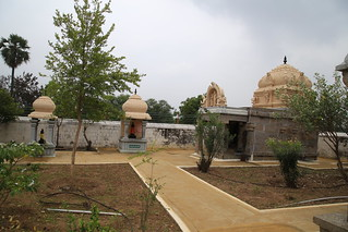 Garudar, Anjaneyar and Perumal shrines