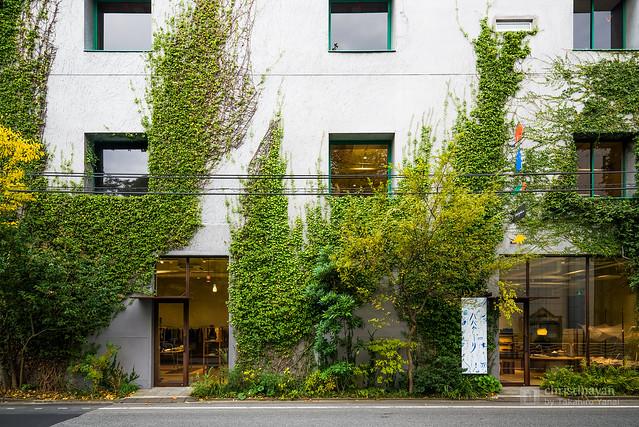The facade of Jurgen Lehl Head Office (ヨーガンレール本社ビル)