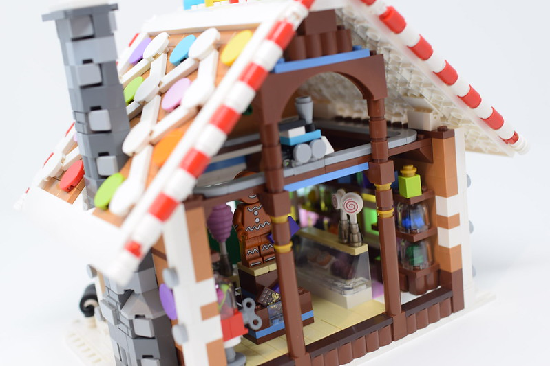 MOC] Winter Village Gingerbread House - LEGO Town