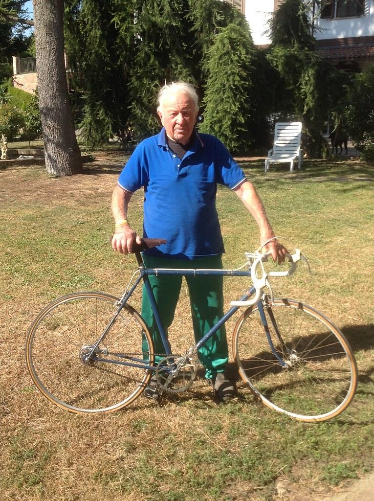Bicicletta d'epoca da corsa marca Marco Giuntelli - fine '48 inizio '49 - Mario Rosso nella foto (proprietario)