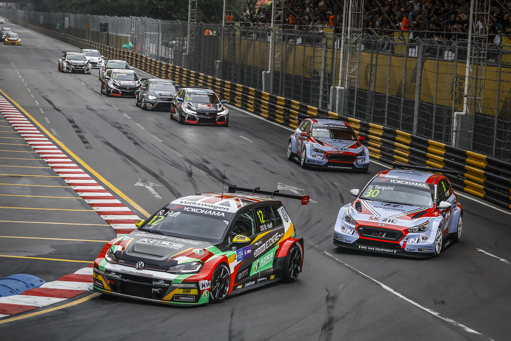 12 HUFF Rob, (gbr), Volkswagen Golf GTI TCR team Sebastien Loeb Racing, action 30 TARQUINI Gabriele, (ita), Hyundai i30 N TCR team BRC Racing, action during the 2018 FIA WTCR World Touring Car cup of Macau, Circuito da Guia, from november  15 to 18 - Photo Francois Flamand / DPPI
